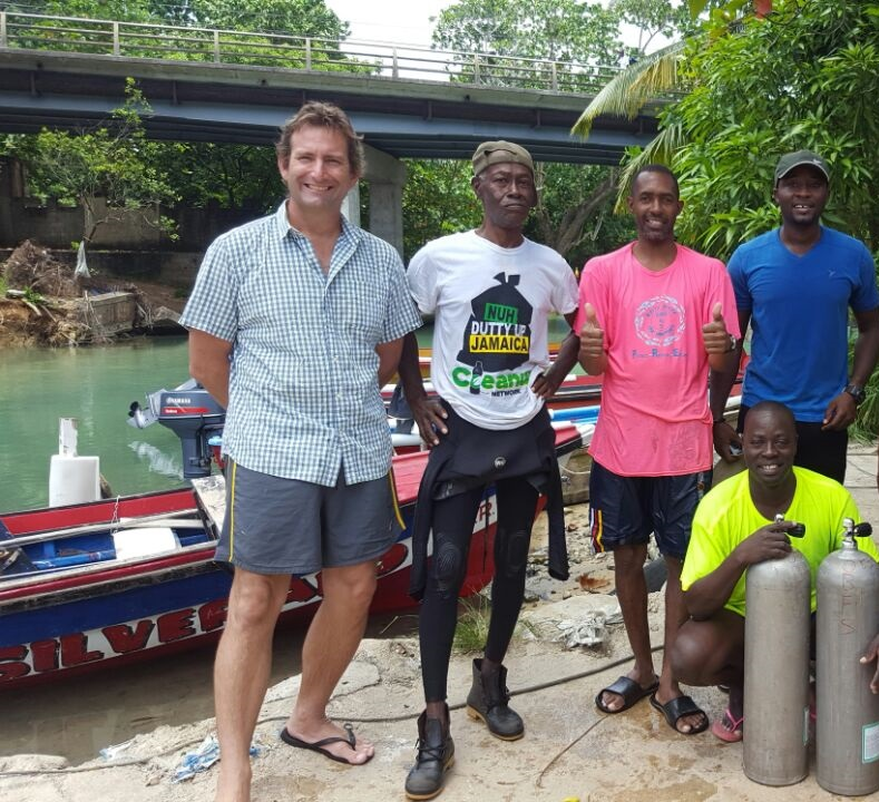 Divers-from-the-White-River-Fish-Sanctuary-with-Trainer-Andrew-Ross